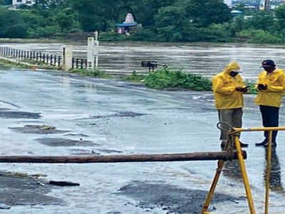 Moi-Chikhali bridge under water, life thrown out of gear