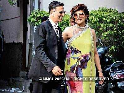 Before lockdown, Akshay Kumar and Tahira Kashyap spotted at airport
