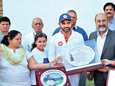 Siddharth adds spin to Parthiv's day