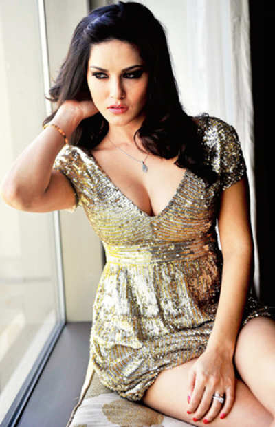 Watch out Hrithik, SRK, superwoman Sunny Leone's here