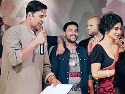 Akshay Kumar plays a Bengali in Reema Kagti's Gold