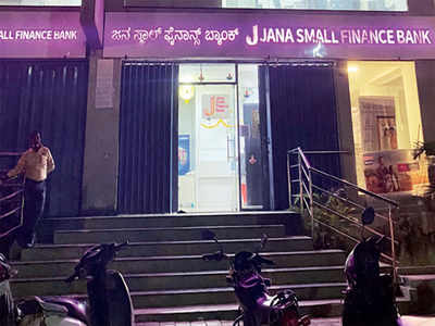 Thieves flee with locker from bank