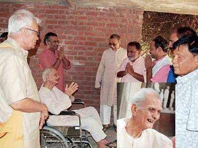 Gandhian sculptor,94, donates property to Lalit Kala Akademi