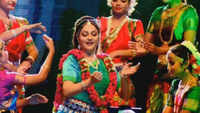 Gracy Singh mesmerises audience in Prayagraj