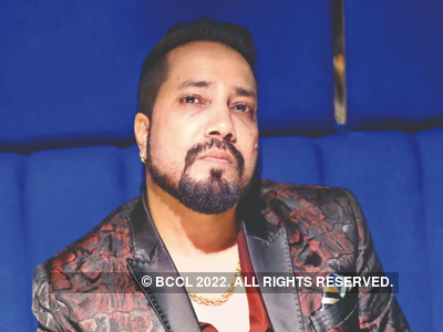 AICWA and FWICE boycott Mika Singh after performance in Karachi