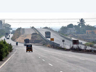With Pune-Satara Highway nowhere near completion, Dist collector, MP, MLA want toll collection to stop at Khed-Shivapur