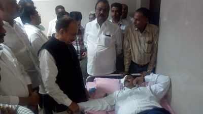 Telangana Assembly: Congress member Komatireddy Venkat Reddy throws headphones at Governor ESL Narasimhan, Council head Swamy Goud eye injured