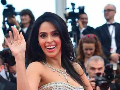 Bollywood actress Mallika Sherawat evicted from Paris flat over unpaid rent