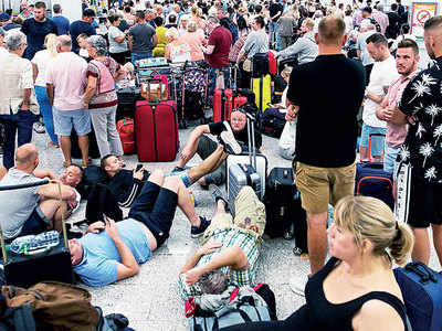 Six lakh tourists stranded, 22,000 employees jobless
