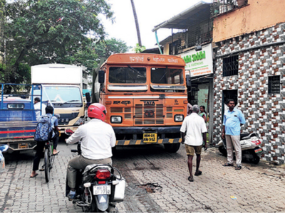 Footpath to hospital blocked in Malad