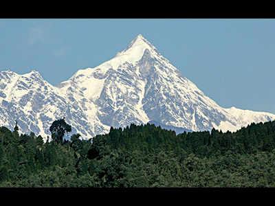 Two climbers from Kolkata die on Mount Kanchenjunga