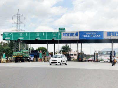 Toll plaza staffer beaten up on E-way
