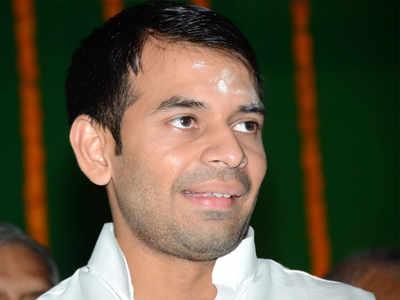 Lalu son Tej Pratap avoids home, performs yagya