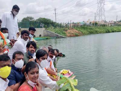 Basavanapura Lake fills up, residents celebrate