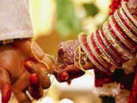 UP: Hindu couple ties the knot inside police outpost with help of Muslim cop