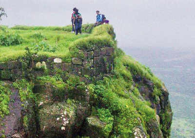 PLAN AHEAD: Trek to a fort