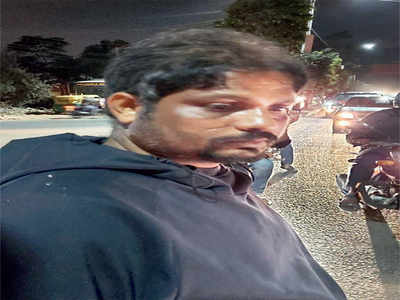 Drunk cabbie bangs  into techie's car, then bashes him