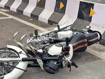 After fatal falls, experts want bikes off flyovers