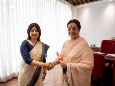 Shatrughan Sinha's wife Poonam Sinha joins Samajwadi Party; to take on Rajnath Singh in Lucknow