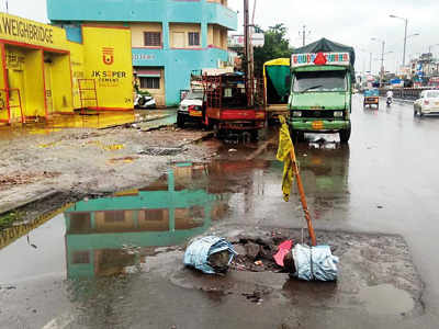 Broken manholes at Kalewadi go unattended