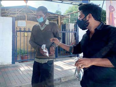 Sonu Sood ties up with Beijing Bites to help the destitute