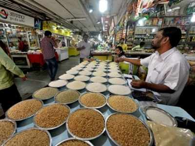 Mumbai traders see 50% drop in business, yet support demonetisation