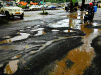 Mumbai crosses the target mark with 27363 potholes for World record