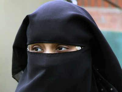 Wife assaults husband in eatery, he hits back and exercises triple talaq