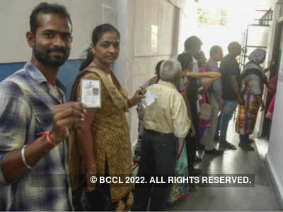 Cash, liquor flowing freer than water in Telangana 'ballot market'