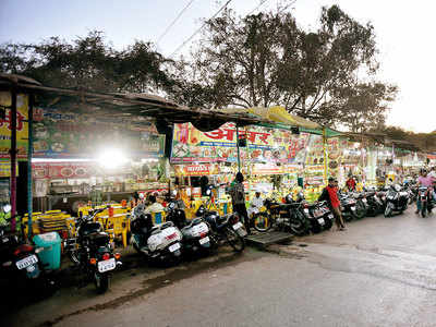 Pune: City's hawkers shut at 10 pm, Sarasbaug chowpatty gets late deadline