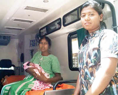 Doc helps deliver baby aboard Mumbai local