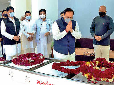 CM pays tribute to the 4-time ex-CM