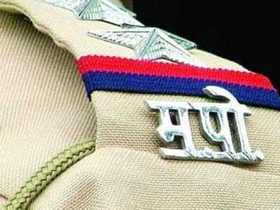 Cop hurt while chasing 2 criminals last year now nabs fake policeman