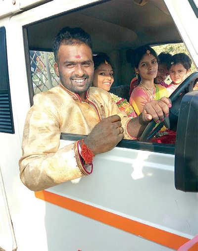 Karnataka: Bridegroom drives to his wedding in his pickup