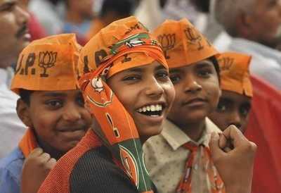 Guj singers, musicians, actors, doctor join BJP