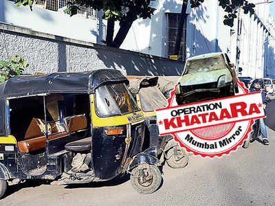 Khataara autos block narrow road in Vakola