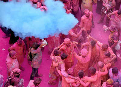 Happy Holi 2018: Wishes, Greetings, Facebook, WhatsApp Status Messages, SMS, Images & Quotes