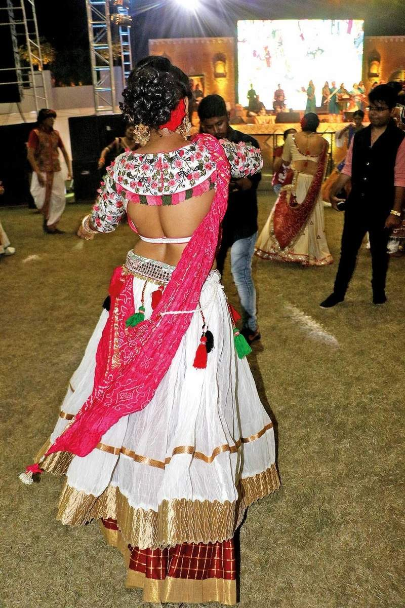Navratri 2018: One stop guide for all the best cholis and beautiful back designs