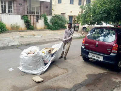 Pourakarmikas pull their waste in Mayor's ward