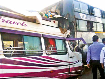 At least 2 killed, 20 injured in bus accident on Mumbai-Pune Expressway