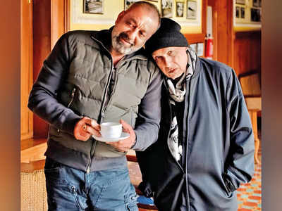 Mahesh Bhatt pens a letter to Sanjay Dutt on his 60th birthday
