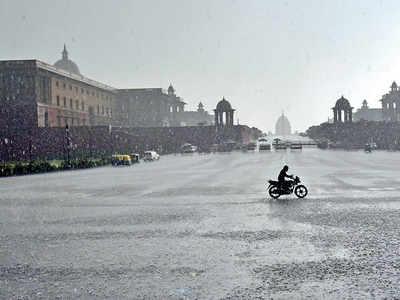 Heavy rain, hail lash Delhi, traffic affected