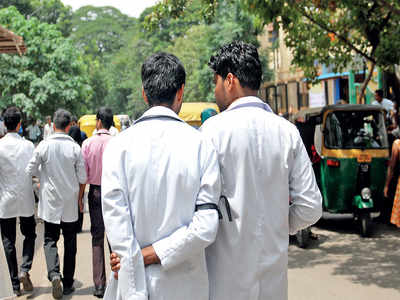'Only BDS should be allowed into MBBS'