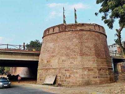 Civic body begins restoration work on Manek Burj
