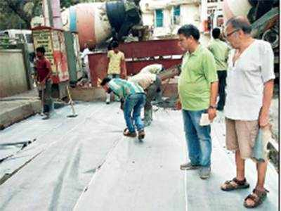 After shoddy road work, Vile Parle residents take matters in their own hands