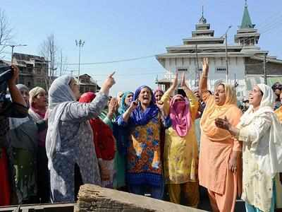 Kashmir: Restrictions imposed on movement of people in Srinagar