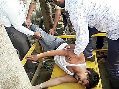 7 hurt in lathi-charge on unaided school teachers