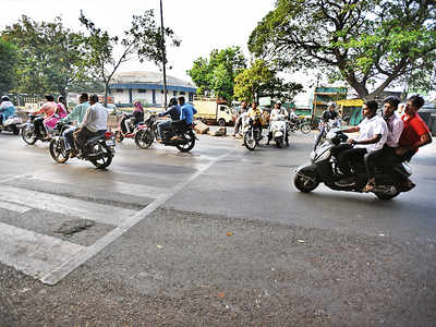 Citizens ask for speed breaker in Kasba Peth