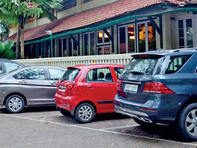 BMC finalises hawking zones: No hawkers near Bombay Gym and other SoBo areas