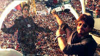 Shah Rukh Khan completes 27 years in Bollywood, fans congratulate the 'King of Romance'